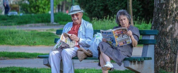 grandparents 2807673 1920 730x300 - Kiedy nie przechodzić na emeryturę i dlaczego?